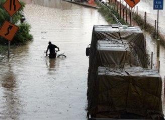 sao-paulo-flooding-bike
