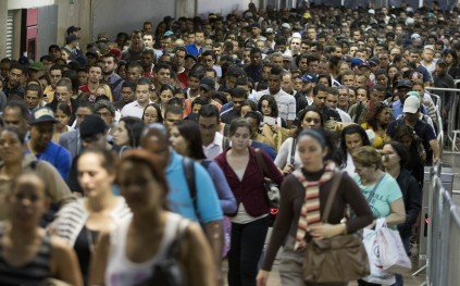 In this Aug. 12, 2013 photo, passengers pack a subway station in Sao Paulo, Brazil. (AP Photo/Andre Penner)