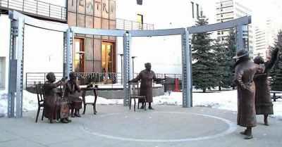 the_valiant_five_statue